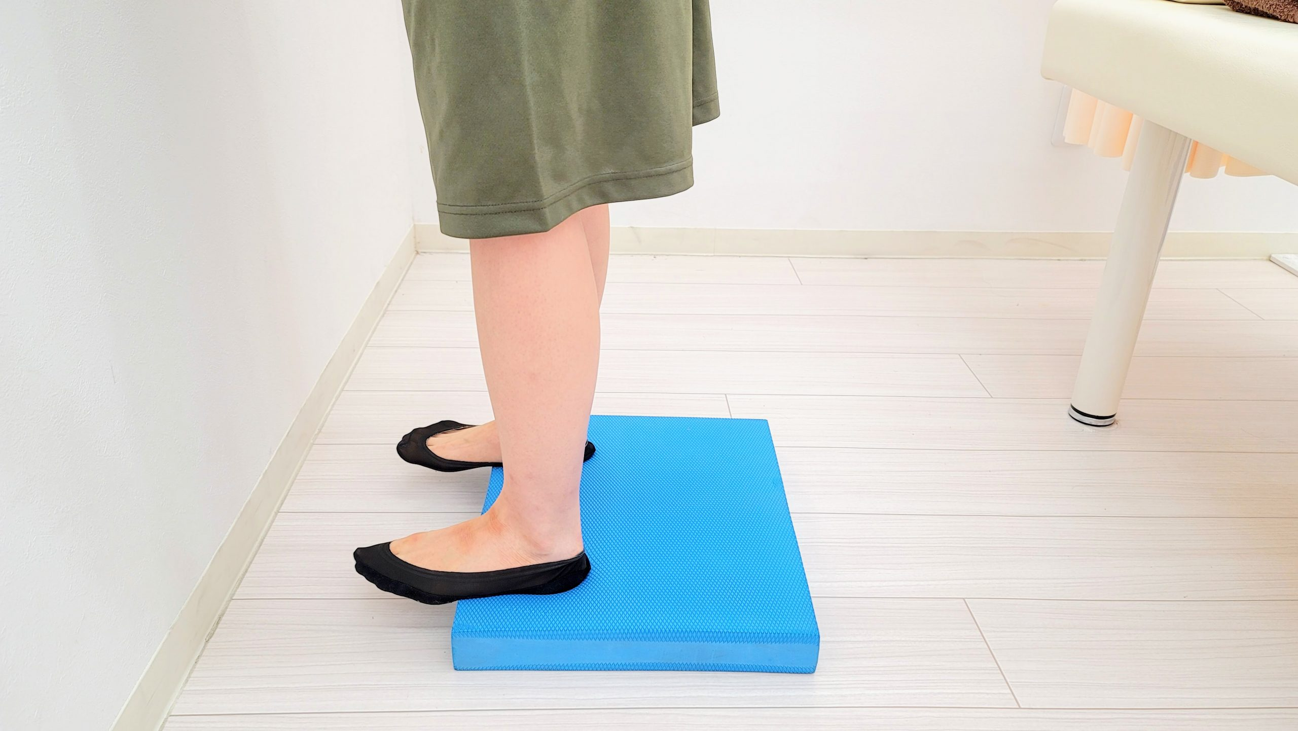 肩こり、腰痛の方にもオススメ!かかとのバランストレーニング